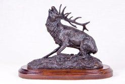Escultura ciervo herido